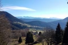 Village-de-Sarcenas-depuis-la-Becherie